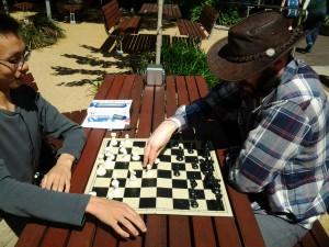 På campus står det til enhver tid 4-5 brett fremme, satt ut av universitetets sjakklubb.