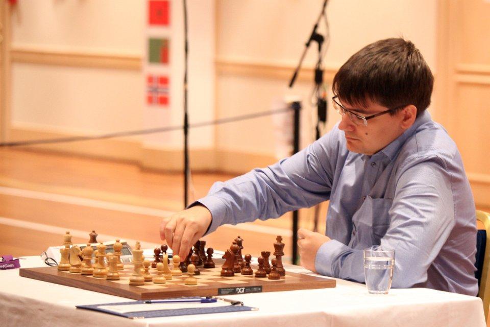Evgeny Tomashevsky stormer videre, og er nå én matchseier fra å kvalifisere seg til Kandidatturneringen 2014 (foto: Anastasia Karlovich)