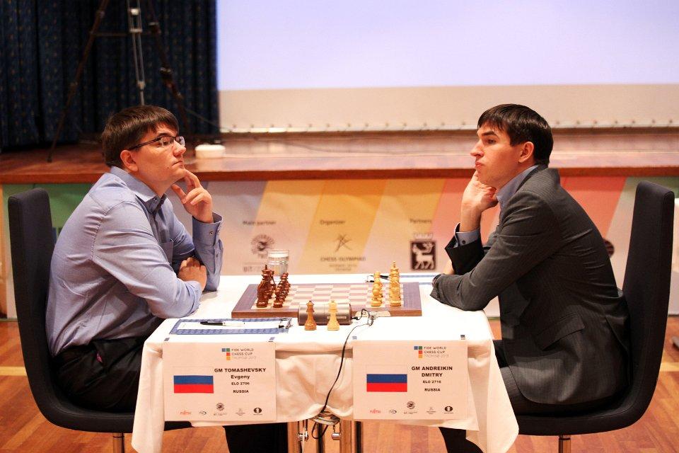 Evgeny Tomashevsky  (t.v.) møter Dmitry Andreikin i den ene semifinalen. Mye står på spill, ikke minst plass i neste års Kandidatturnering