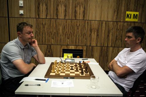 Pål med vinst mot Frode Lillevold i sjette runde (Foto: Bjørn Berg Johansen)
